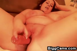 Bbw playing with her tits on cam for daddy.