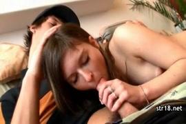 कैम पर यौन संबंध रखने वाले युवा शौकिया युगल।