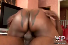 Huge ass ebony thot getting banged by bbc.