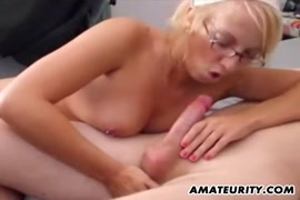 Amateur girlfriend gets her pussy drilled and cum on her tits